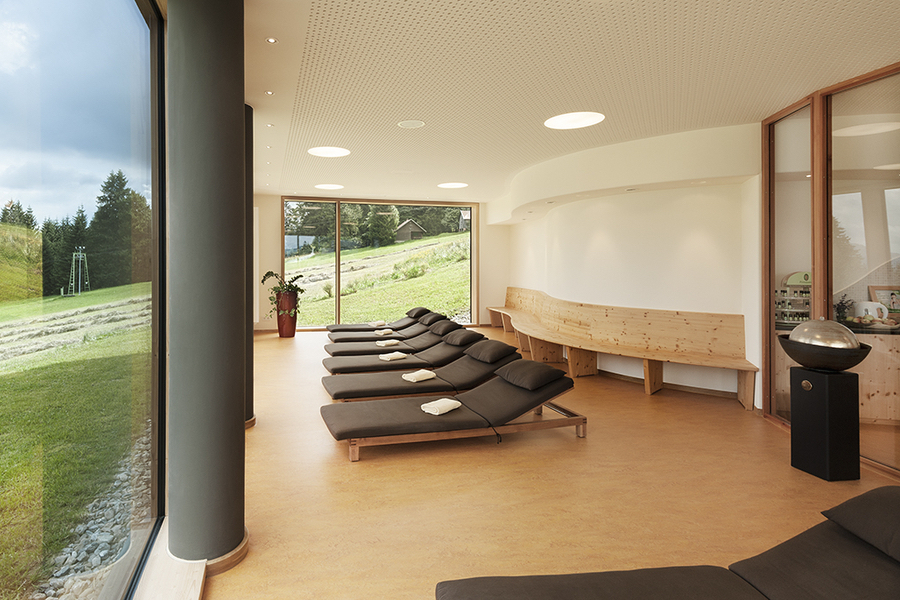 Bio Hotel Mattlihüs: Traumhafte Aussicht auf Bergwiesen